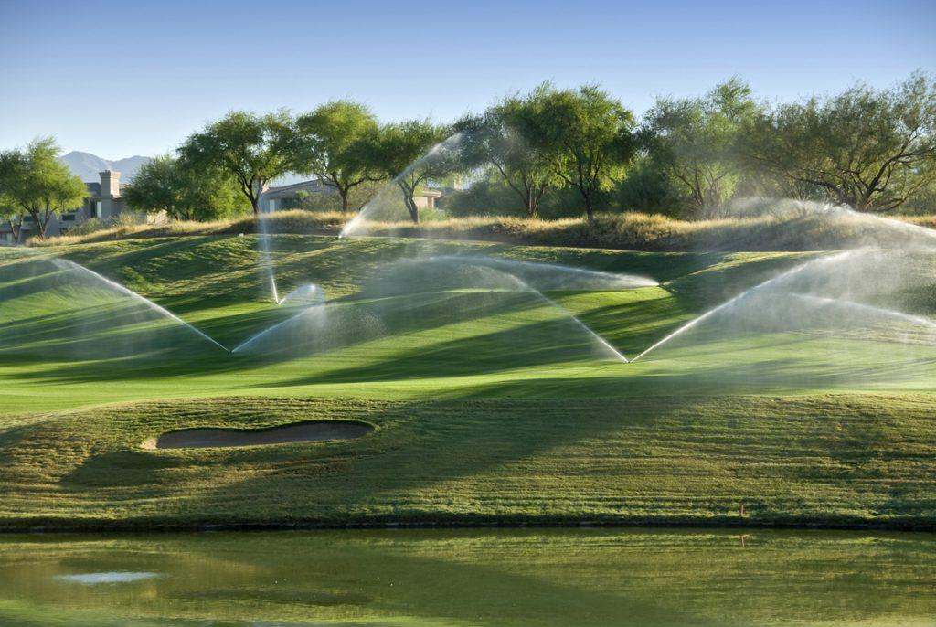 Автополив полей для гольфа